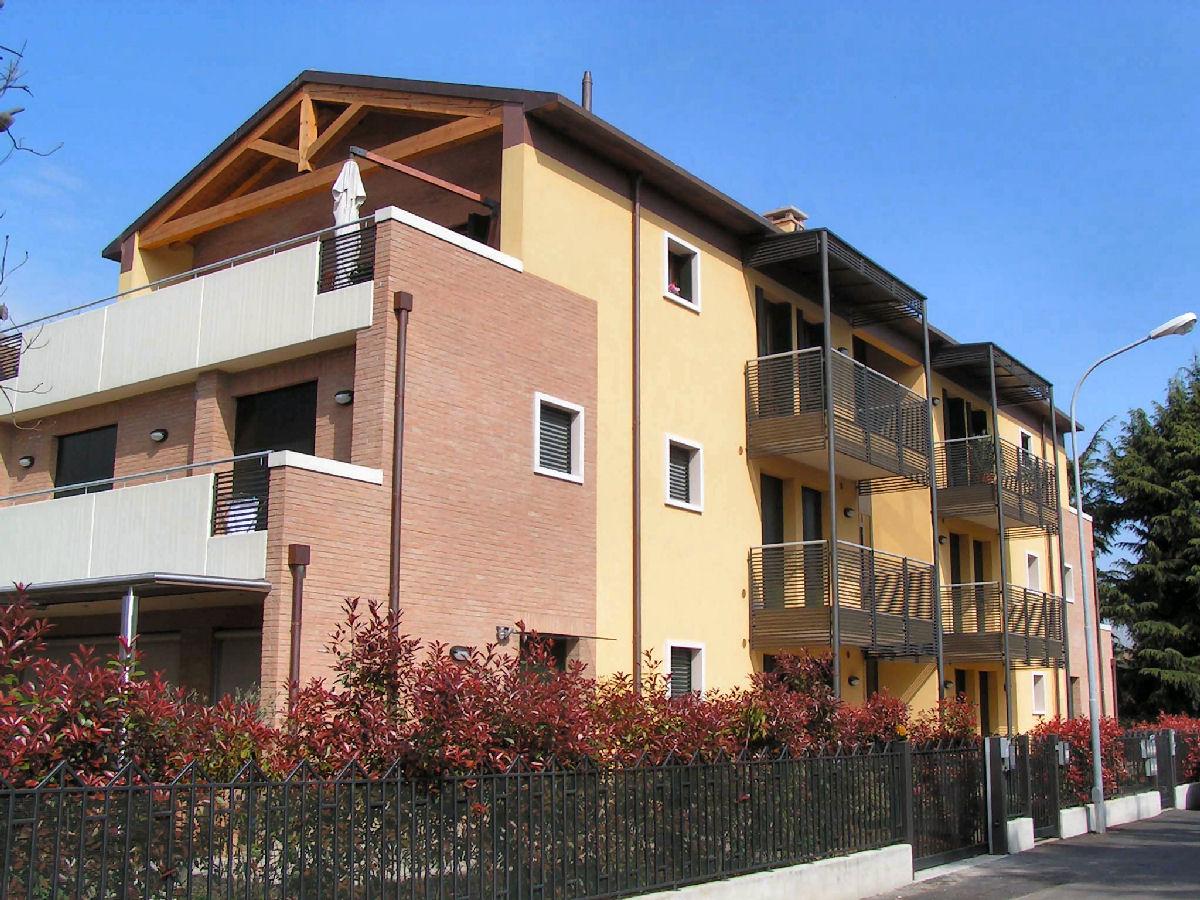 Pellegrini artuso architetti associati mirano edificio for Piani di appartamenti stretti