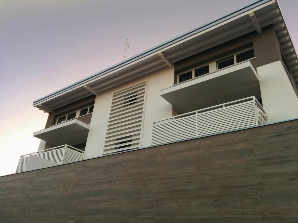 Pellegrini artuso architetti associati mirano edificio for Edificio a 3 piani
